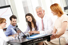 Gente di affari che discute in una riunione Immagini Stock Libere da Diritti