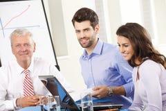 Gente di affari che discute in una riunione Fotografie Stock Libere da Diritti