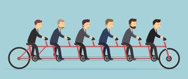 Gente di affari che guida su una bicicletta di cinque-Seat Immagini Stock