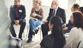 Gente di affari che incontra concetto di lavoro di discussione di conferenza fotografie stock