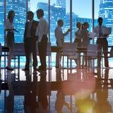 Gente di affari che incontra concetto di paesaggio urbano di discussione Immagine Stock