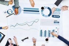 Gente di affari che incontra concetto di statistiche di analisi di pianificazione immagini stock