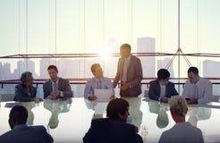 Gente di affari che incontra paesaggio urbano Team Concept Fotografia Stock