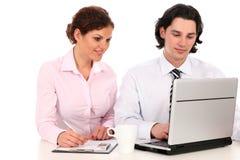 Gente di affari che lavora al computer portatile fotografia stock