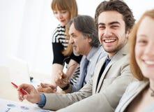 Gente di affari che lavora in gruppo all'ufficio Fotografia Stock Libera da Diritti