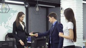 Gente di affari che lavora nell'ufficio Fotografia Stock