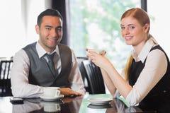 Gente di affari che mangia caffè Fotografie Stock