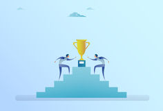 Gente di affari che scala le scale fino al concetto della concorrenza di successo del vincitore della tazza dorata Fotografia Stock Libera da Diritti