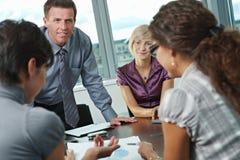 Gente di affari che si incontra all'ufficio Fotografia Stock