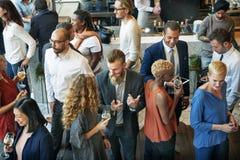 Gente di affari che si incontra mangiando concetto del partito di cucina di discussione fotografia stock