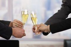 Gente di affari che solleva pane tostato con champagne Fotografia Stock Libera da Diritti