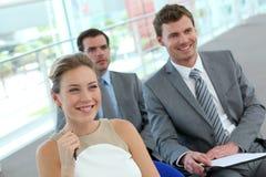Gente di affari che sorride nella riunione Fotografia Stock Libera da Diritti