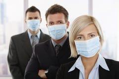Gente di affari che teme virus h1n1 Immagini Stock