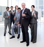 Gente di affari che tosta con Champagne fotografia stock libera da diritti