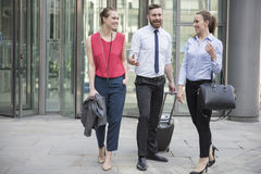 Gente di affari che va alla riunione Immagine Stock Libera da Diritti