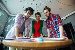 Gente di affari creativa che confronta le idee le idee Immagini Stock Libere da Diritti