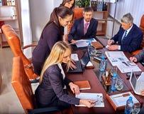 Gente di affari del gruppo in ufficio Fotografie Stock Libere da Diritti