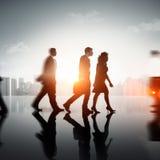 Gente di affari del pendolare di paesaggio urbano di concetto corporativo del pedone immagine stock