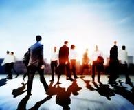 Gente di affari del pendolare di viaggio di concetto corporativo di camminata della città Immagini Stock Libere da Diritti