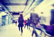 Gente di affari del pendolare di viaggio di moto di concetto di camminata della città Immagini Stock Libere da Diritti