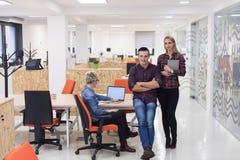 Gente di affari del ritratto del gruppo all'ufficio moderno Immagine Stock Libera da Diritti