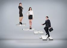 Gente di affari del supporto sulle scale di puzzle Fotografia Stock