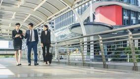 Gente di affari del viale pedonale all'aperto della passeggiata Fotografia Stock Libera da Diritti