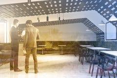 Gente di affari dell'interno del caffè di stile di Eco Fotografia Stock Libera da Diritti