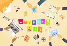 Gente di affari delle mani del posto di lavoro Team Working dello scrittorio Fotografia Stock Libera da Diritti