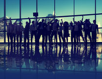 Gente di affari di celebrazione della siluetta di successo di concetto di paesaggio urbano Immagini Stock Libere da Diritti