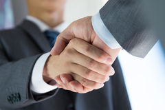 Gente di affari di handshake Fotografie Stock Libere da Diritti
