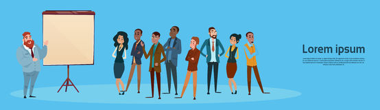 Gente di affari di presentazione Flip Chart, persone di affari Team Training Conference Meeting del gruppo Immagini Stock Libere da Diritti