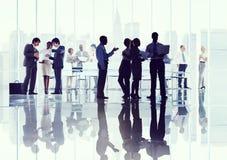 Gente di affari di riunione corporativa di discussione che confronta le idee Conce Fotografie Stock Libere da Diritti