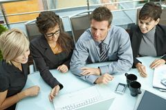 Gente di affari di riunione esterna Immagine Stock Libera da Diritti