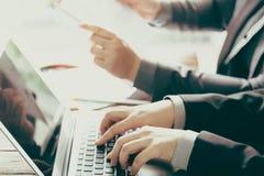 Gente di affari di riunione (vin elaborato immagine filtrato immagine stock