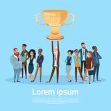 Gente di affari di Team Hold Prize Winner Cup, Team Success Concept Fotografie Stock