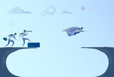 Gente di affari di Team Looking With Binocular On dell'uomo d'affari del capo di Flying Over Gap di concetto di successo Royalty Illustrazione gratis