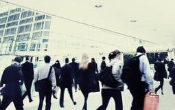 Gente di affari di viaggio di camminata Conce di paesaggio urbano corporativo del pendolare Fotografie Stock