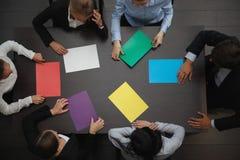 Gente di affari e carta di colore Immagini Stock Libere da Diritti