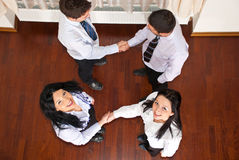 Gente di affari felice delle strette di mano Fotografia Stock Libera da Diritti