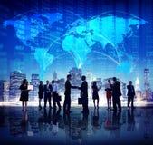 Gente di affari globale della mano di scossa di finanza di concetti della città Immagine Stock Libera da Diritti