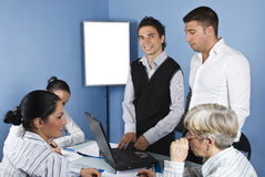 Gente di affari nel funzionamento dell'ufficio Fotografia Stock
