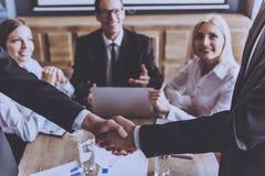 Gente di affari nella partecipazione di usura convenzionale Fotografia Stock
