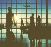 Gente di affari posteriore dell'aeroporto di Lit di concetto di viaggio del passeggero immagini stock