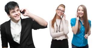 Gente di affari sorridente felice che chiama per telefono cellulare Immagine Stock Libera da Diritti