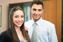 Gente di affari sorridente nel loro ufficio Immagine Stock