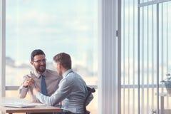 Gente di affari in ufficio fotografie stock