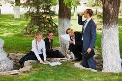 Gente di affari in una sosta Fotografia Stock