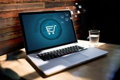 Gente di affari di uso di tecnologia di Internet Marketi globale di commercio elettronico fotografia stock libera da diritti