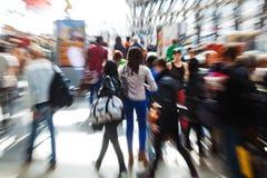 Gente di viaggio con effetto dello zoom Fotografie Stock